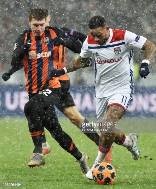 Shakhtar Donetsk's Ukrainian defender Mykola Matviyenko and Lyon's Dutch forward Memphis Depay vie for a ball during the UEFA Champions League Groupe...