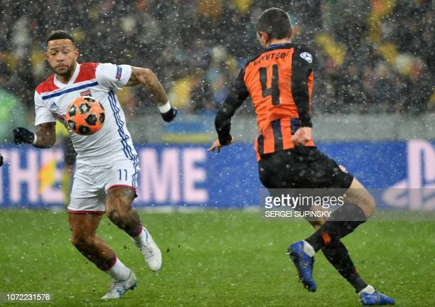 Shakhtar Donetsk's Ukrainian defender Serhiy Kryvtsov and Lyon's Dutch forward Memphis Depay vie for the ball during the UEFA Champions League Groupe...