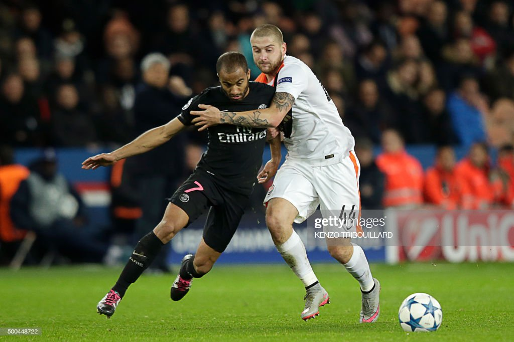 Shakhtar Donetsk's Ukrainian defender Yaroslav Rakitskiy (R) vies with Paris Saint-Germain's Brazilian midfielder Lucas during the UEFA Champions League Group A football match between Paris-Saint-Germain and Shakhtar Donetsk on December 8, 2015 at the Parc des Princes stadium in Paris.