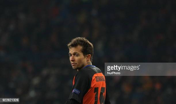 Shakhtar's Bernard looks at the players during match of the EightFinals finals of the Champions League between FC Shakhtar and Roma at Metalist...