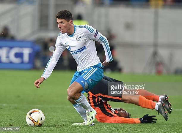 TOPSHOT Shakhtar's Donetsk Wellington Nem and Schalke's Alessandro Schöpf vie during the UEFA Europa League Round 32 match between Shakhtar Donetsk...