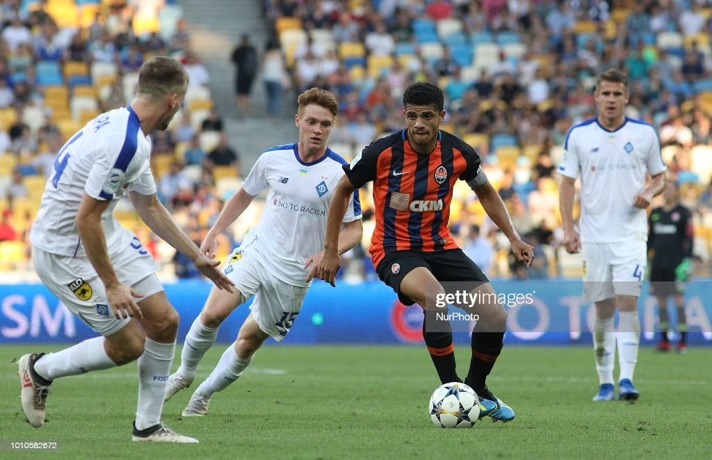 Shakhtar's Tyson controls the ball during during the match of the Ukrainian Football Championship between Dynamo Kiev and Shakhtar Donetsk at the Olympic stadium in Kiev. Ukraine, Friday, August 3, 2018 According to the authoritative edition of Sky Sports, the Italian Roma is interested in the captain of the Shakhtar Donetsk.