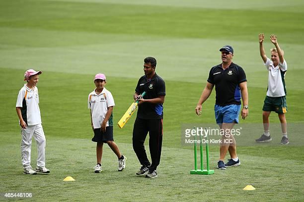 Shakib al Hasan and Heath Streak of the Bangladesh Cricket team work with kids from the Woodville Rechabite Cricket Club during the ICC Chatiry...