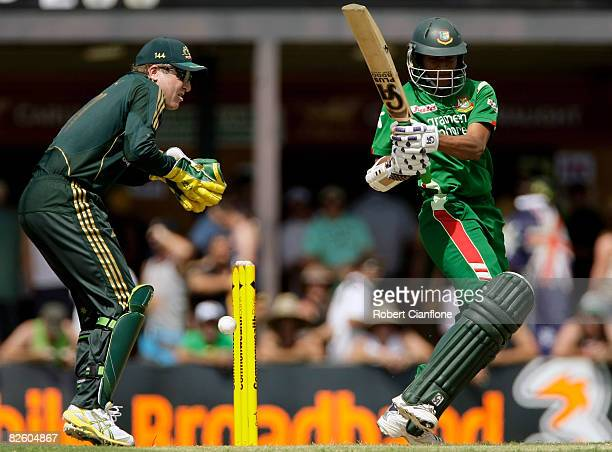 Shakib Al Hassan of Bangladesh pulls during the first one day international match between Australia and Bangladesh held at TIO Stadium August 30 2008...