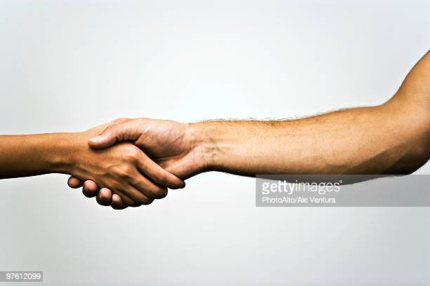 shaking hands - bras humain photos et images de collection