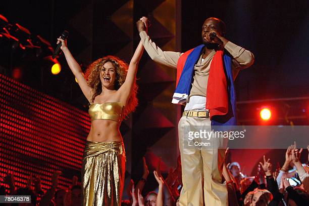Shakira and Wyclef Jean perform Hips Don't Lie