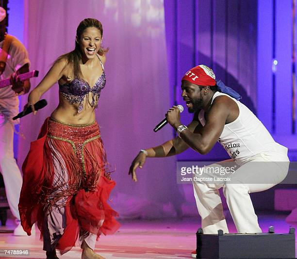 Shakira and Wyclef Jean Performs My Hips Don't Lie at the Seminole Hard Rock Hotel and Casino in Hollywood Florida