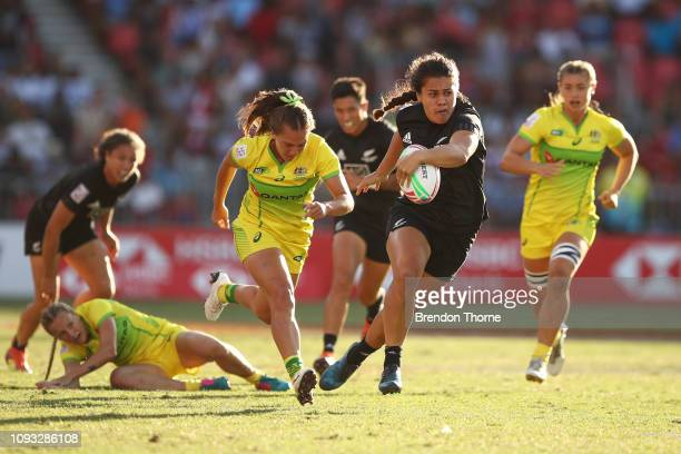 Shakira Baker of New Zealand runs the ball in the Women's Cup Final played between New Zealand and Australia during the 2019 Sydney HSBC Sevens at...