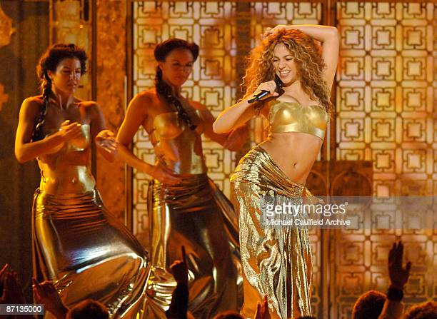 Shakira performs Hips Don't Lie