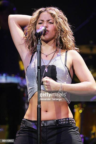 Shakira performs on stage at the Y1007 Jingle Ball on December 17 2005 in Sunrise Florida