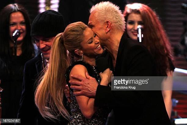 Shakira Und Rudolf Schenker Bei Der 61 Bambi Verleihung In Der Metropolishalle Des Filmparks Babelsberg In Potsdam