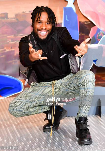 Shameik Moore attends a photo call for Sony Pictures Releasing's SpiderMan Into The SpiderVerse at Four Seasons Hotel Los Angeles at Beverly Hills on...