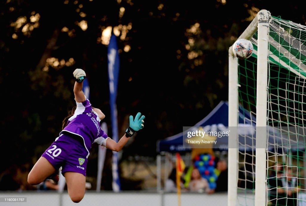 W-League Rd 4 - Canberra v Brisbane : ニュース写真