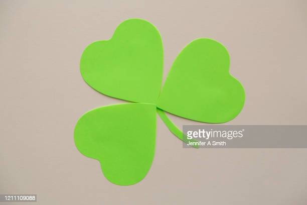 shamrock - st patricks background stock pictures, royalty-free photos & images