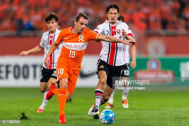 Shandong Luneng FC midfielder Walter Montillo fights for the ball with FC Seoul midfielder Takahagi Yojiro during the AFC Champions League 2016...
