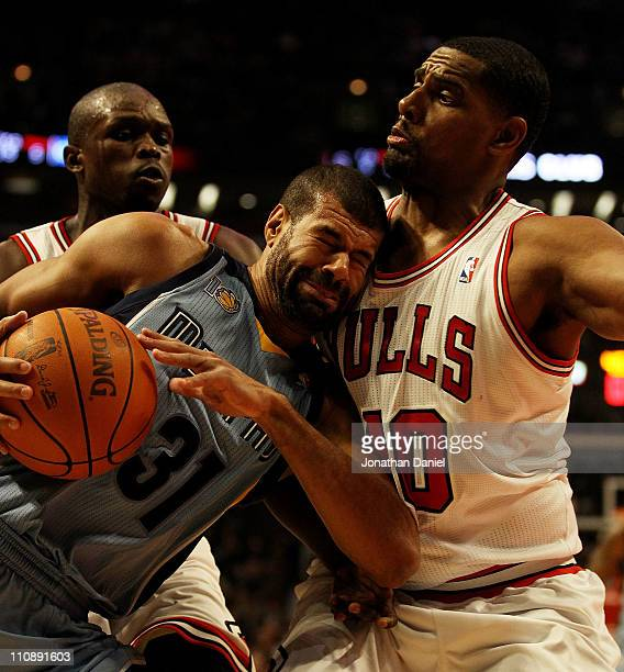 Shane Battier of the Memphis Girzzlies collides with Kurt Thomas of the Chicago Bulls at the United Center on March 25 2011 in Chicago Illinois NOTE...