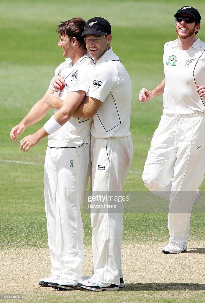 Shane Bond is congratulated by Daniel Vettori after taking a five wicket haul during day four of the First Test match between New Zealand and Pakistan at University Oval on November 27, 2009 in Dunedin, New Zealand.