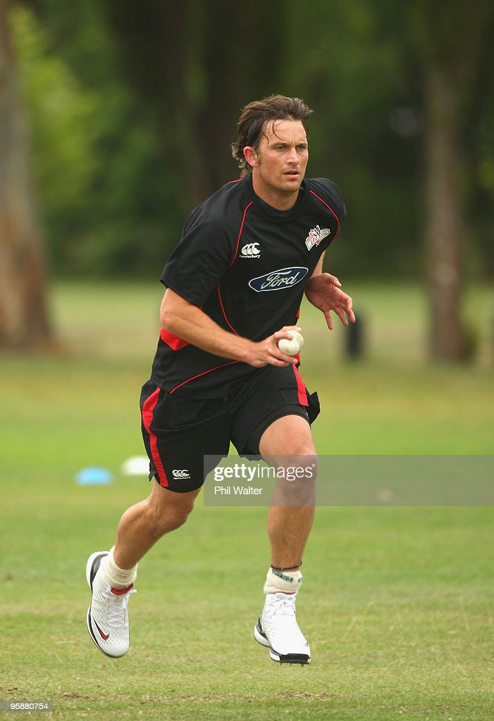 Shane Bond Trains With Canterbury Wizards