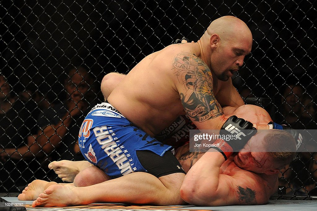 UFC 116: Lesnar v Carwin : News Photo