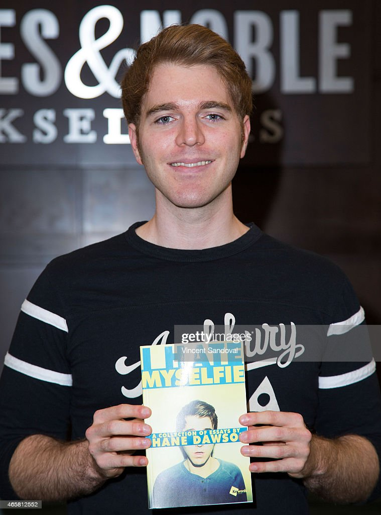 "Shane Dawson Signs And Discusses His New Book ""I Hate Myselfie"" : News Photo"