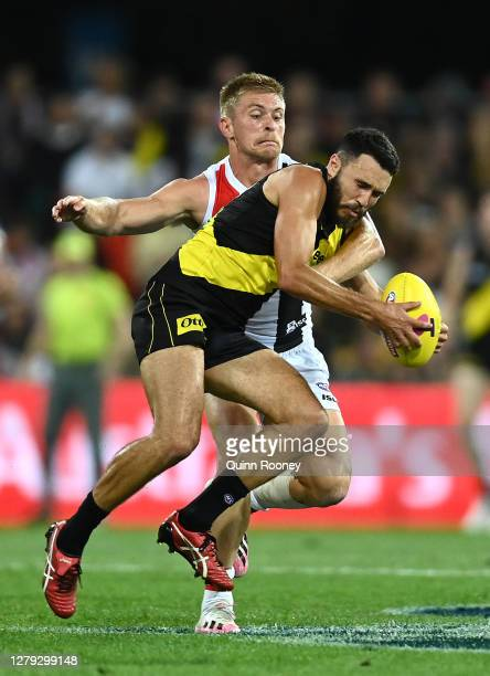 Shane Edwards of the Tigers is tackled by Sebastian Ross of the Saints during the AFL Second Semi Final match between the Richmond Tigers and the St...
