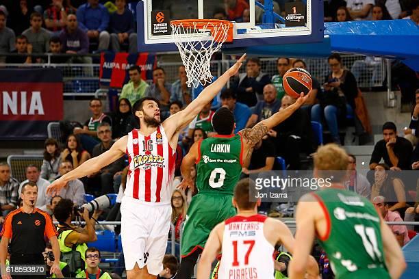 Shane Larkin #0 of Baskonia Vitoria Gasteiz in action during the 2016/2017 Turkish Airlines EuroLeague Regular Season Round 4 game between Baskonia...