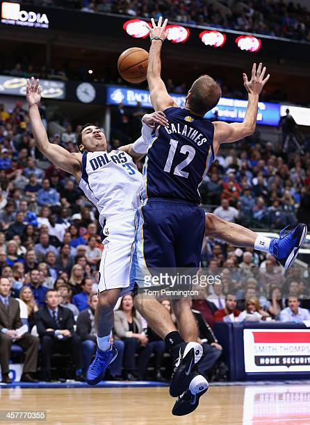 Shane Larkin of the Dallas Mavericks drives to the basket against Nick Calathes of the Memphis Grizzlies at American Airlines Center on December 18...