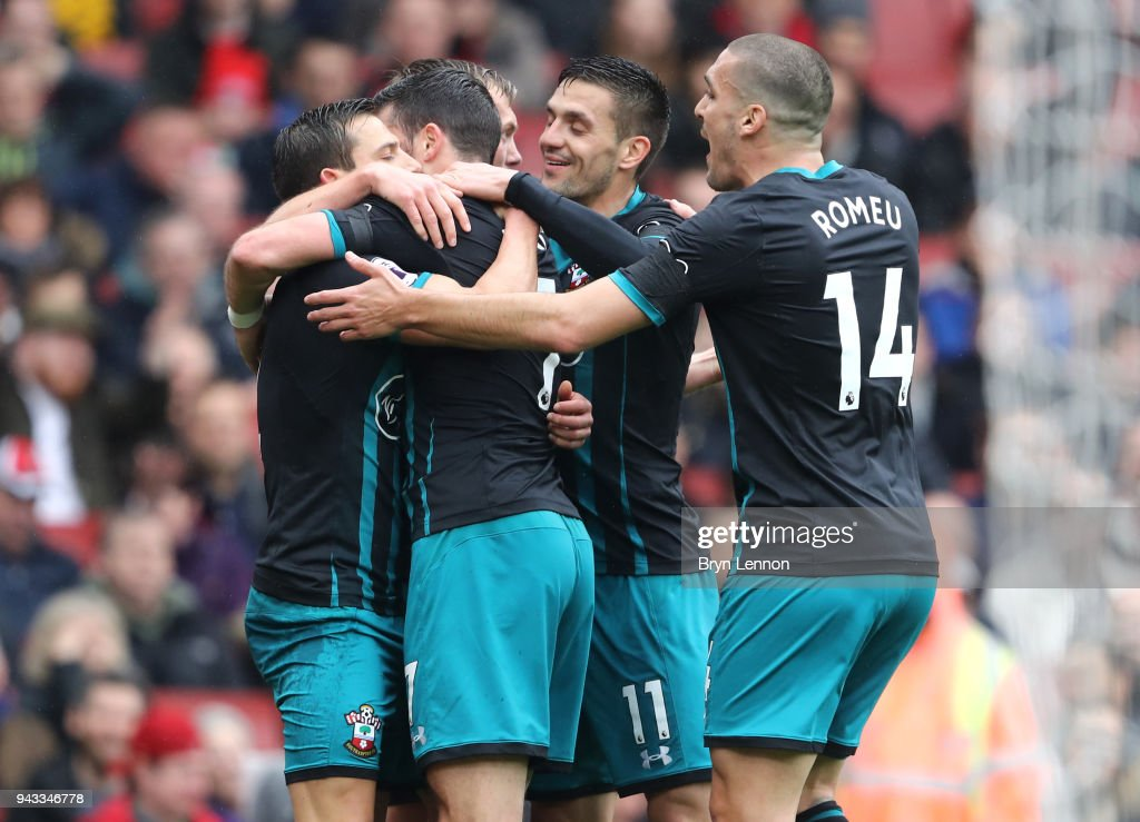 Shane Long of Southampton celebrates with team mates after scoring his sides first goal during the Premier League match between Arsenal and Southampton at Emirates Stadium on April 8, 2018 in London, England.