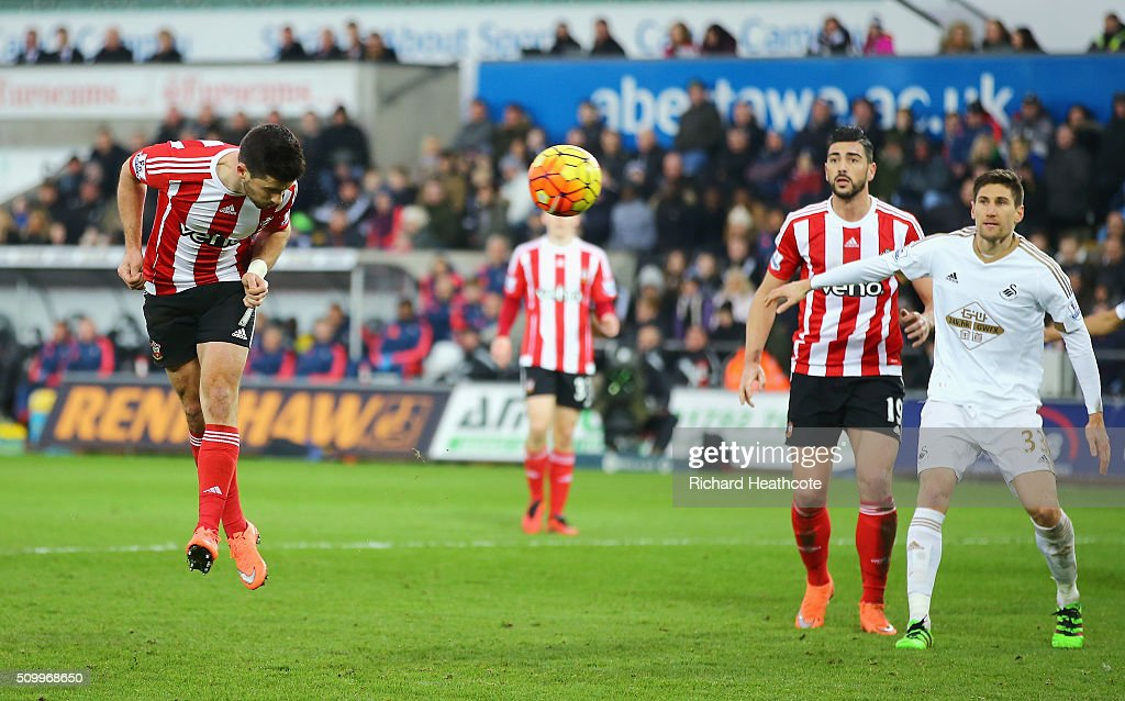 Shane Long of Southampton heads the ball to score his team's first goal during the Barclays Premier League match between Swansea City and Southampton at Liberty Stadium on February 13, 2016 in Swansea, Wales.