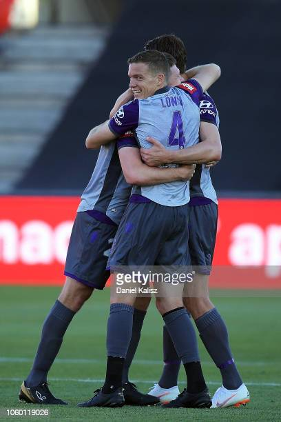 Shane Lowry of Perth Glory celebrates during the round four BL match between the Adelaide United and Perth Glory at Coopers Stadium on November 11...