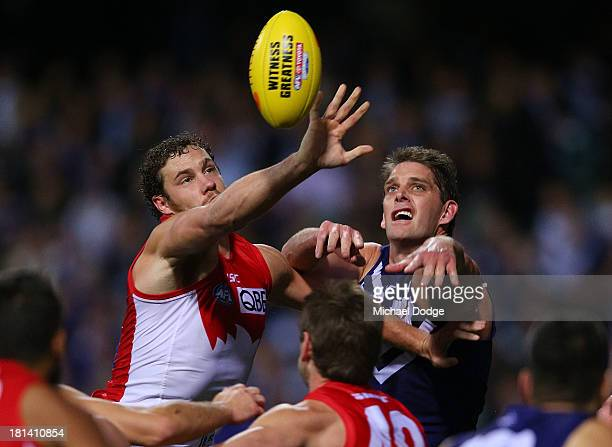 Shane Mumford of the Swans and Aaron Sandilands of the Dockers contest for the ball during the AFL Second Preliminary Final match between the...