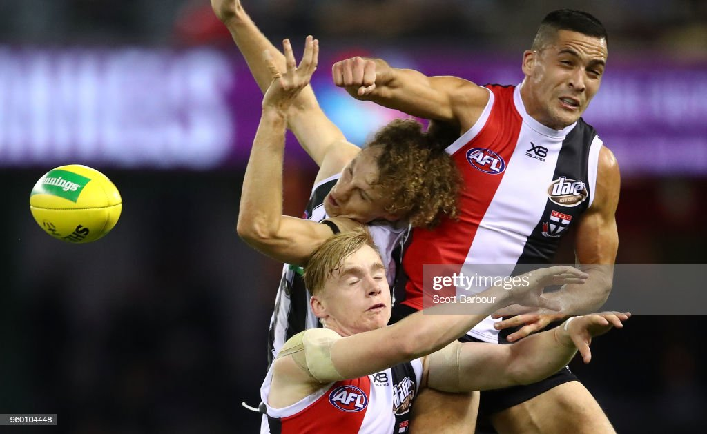 Shane Savage of the Saints spoils Chris Mayne of the Magpies during the round nine AFL match between the St Kilda Saints and the Collingwood Magpies at Etihad Stadium on May 19, 2018 in Melbourne, Australia.
