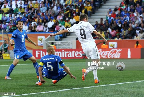 Shane Smeltz of New Zealand scores the opening goal during the 2010 FIFA World Cup South Africa Group F match between Italy and New Zealand at the...