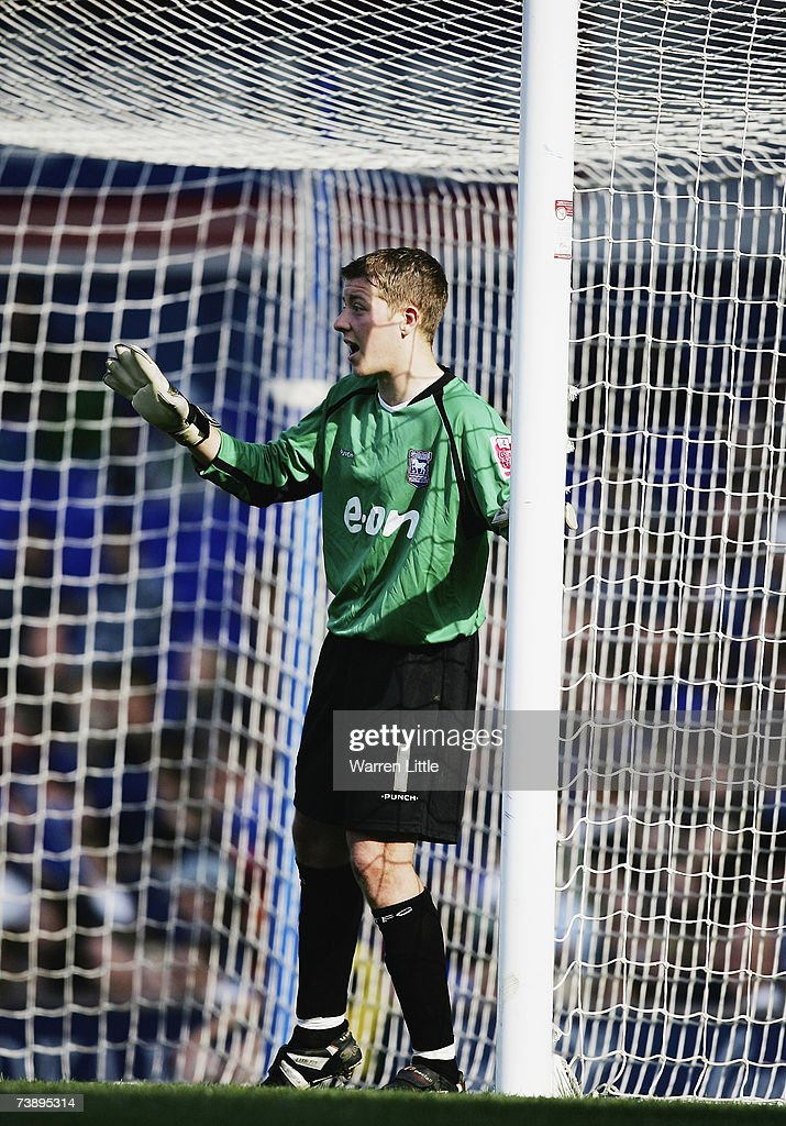 Shane Supple of Ipswich instructs his team mates during the Coca-Cola Championship Match between Ipswich Town and Derby County at Portman Road on April 14, 2007 in Ipswich, England.