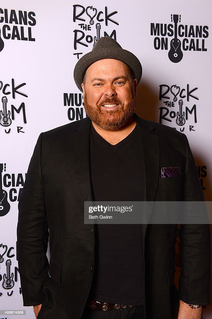 Shane Tarleton walks the red carpet at the Musicians on Call event at City Winery Nashville on October 21, 2015 in Nashville, Tennessee.