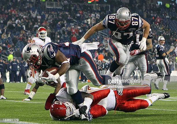Shane Vereen of the New England Patriots beat the defense of Jovan Belcher of the Kansas City Chiefs for a touchdown in the second half at Gillette...