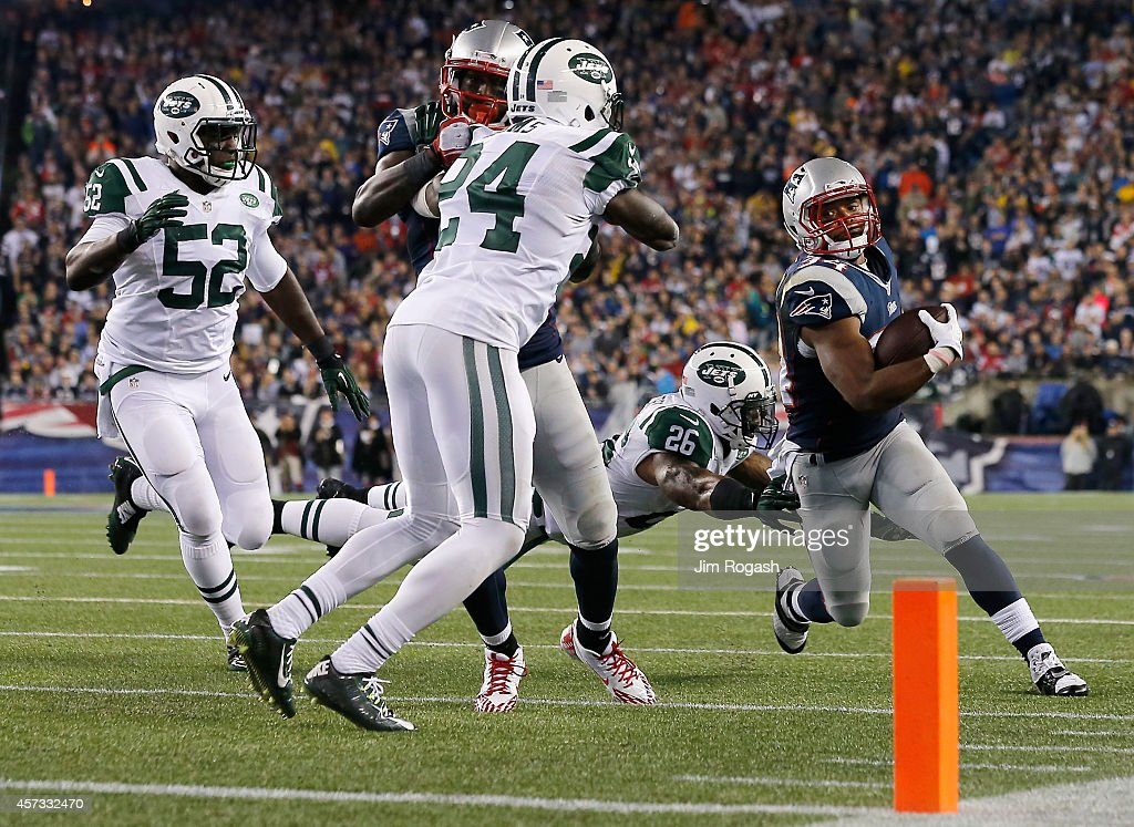Shane Vereen #34 of the New England Patriots carries the ball during the second quarter against the New York Jets at Gillette Stadium on October 16, 2014 in Foxboro, Massachusetts.