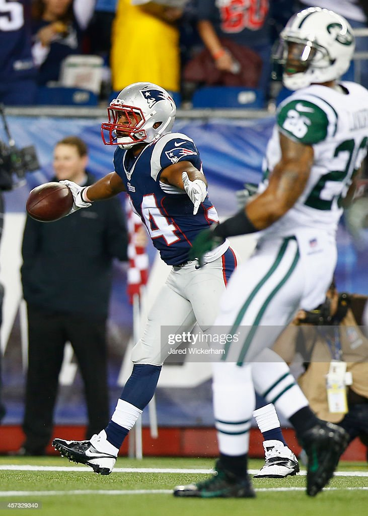 Shane Vereen #34 of the New England Patriots celebrates after catching a touchdown pass during the first quarter against the New York Jets at Gillette Stadium on October 16, 2014 in Foxboro, Massachusetts.