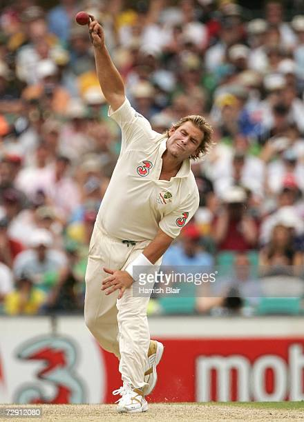 Shane Warne of Australia bowls during day one of the fifth Ashes Test Match between Australia and England at the Sydney Cricket Ground on January 2...