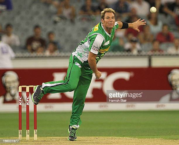 Shane Warne of the Stars in action during the T20 Big Bash League match between the Melbourne Stars and the Sydney Thunder at Melbourne Cricket...