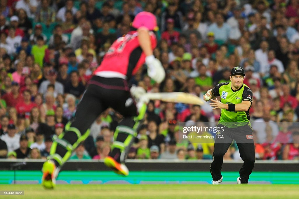 Shane Watson of the Thunder fields the ball during the Big Bash League match between the Sydney Sixers and the Sydney Thunder at Sydney Cricket Ground on January 13, 2018 in Sydney, Australia.