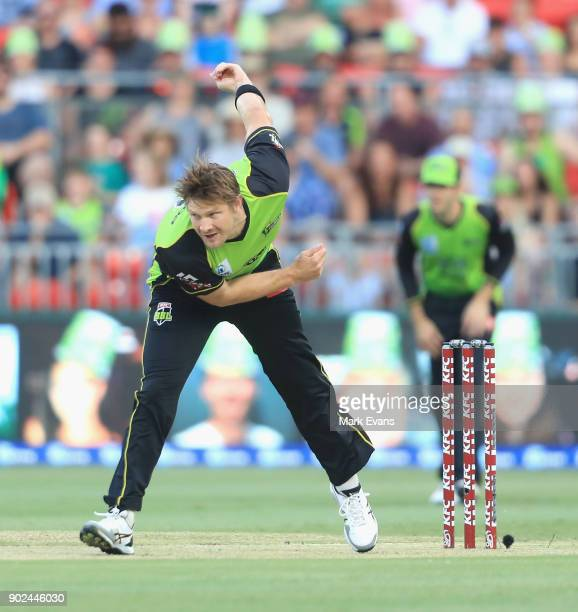 Shane Watson of Thunder bowls during the Big Bash League match between the Sydney Thunder and the Adelaide Strikers at Spotless Stadium on January 7...