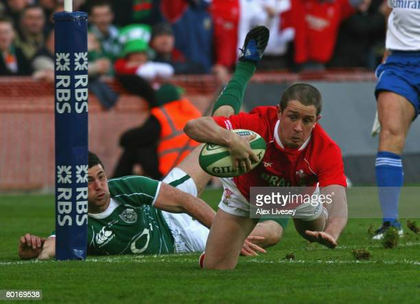 Shane Williams of Wales beats Robert Kearney of Ireland to dive over the line and score the first try during the RBS 6 Nations match between Ireland...