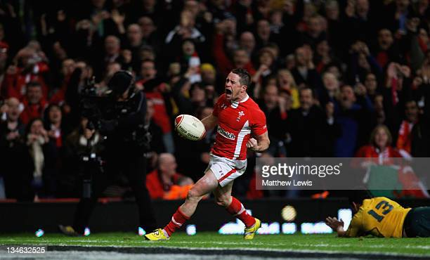 Shane Williams of Wales celebrates scoring a try during the Test match between Wales and the Australian Wallabies at Millennium Stadium on December 3...