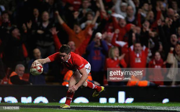 Shane Williams of Wales scores a try during the Test match between Wales and the Australian Wallabies at Millennium Stadium on December 3 2011 in...