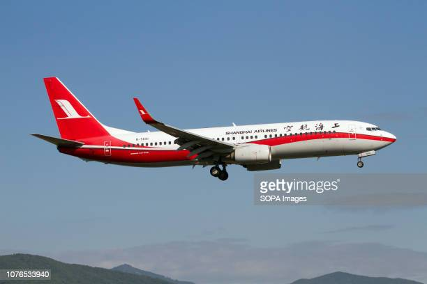 Shanghai Airlines Boeing 737800 landing at Sanya Int'l airport