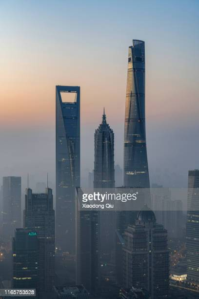 shanghai at dawn - lujiazui stock pictures, royalty-free photos & images