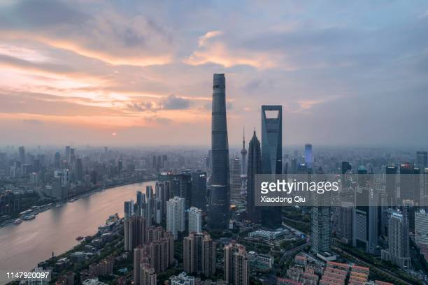 shanghai at dusk - lujiazui stock pictures, royalty-free photos & images