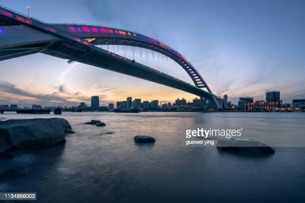shanghai bund at night - rio huangpu - fotografias e filmes do acervo