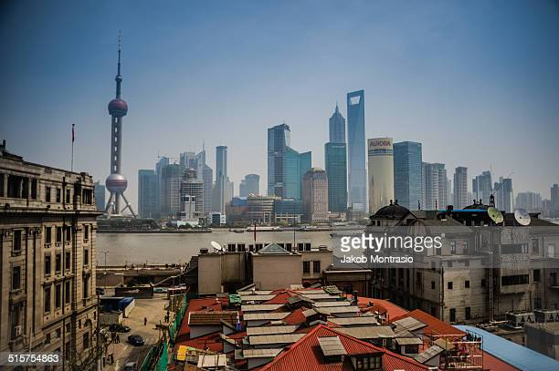 shanghai bund from a distance - jakob montrasio stock pictures, royalty-free photos & images